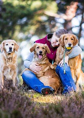 Fotografin Anna Auerbach mit ihren Hunden