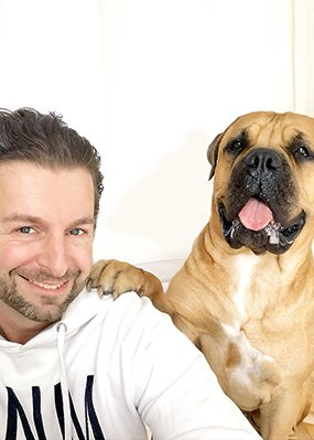 """Stefan Moser und Enzo von """"Die Hundezeitung"""""""