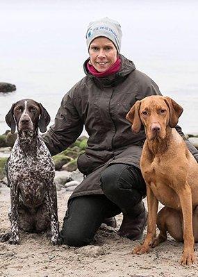 Tanja Petrick, Inhaberin von Fit mit Hund und ihre beiden Hunde